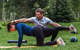 Follow & Perform fitness coach helps woman with plank balance fitforever online personalized fitness programs